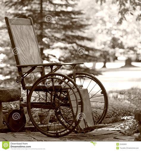 vieux fauteuil roulant des 233 es 20 photos stock image 25260993