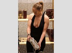 Jennifer Lopez – Shopping in Miami Famepace