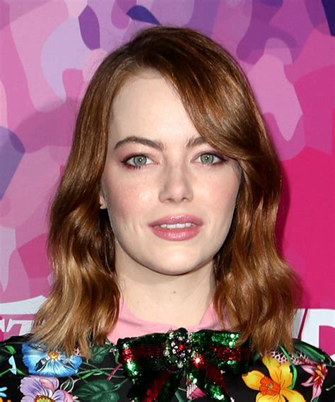 Emma Stone Medium Wavy Casual Bob Hairstyle with Side