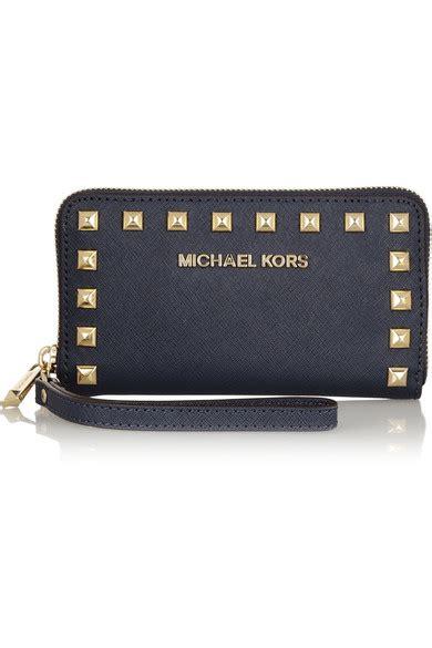 porte chequier michael kors 28 images michael michael kors selma studded textured leather