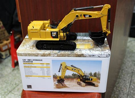 box dm model cat   hydraulic excavator