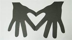 Herzen Basteln Mit Kindern : herz in h nden basteln einfaches valentinstag geschenk zum selbermachen einfaches basteln ~ Frokenaadalensverden.com Haus und Dekorationen