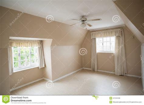 vide chambre chambre à coucher principale vide dans la crème et le