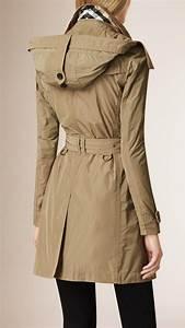 Trench Femme Avec Capuche : trench coat en taffetas capuche amovible sisal burberry manteaux vestes pinterest ~ Farleysfitness.com Idées de Décoration