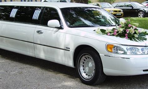 Town Car Transportation by Wedding Transportation Affordable Town Car Service