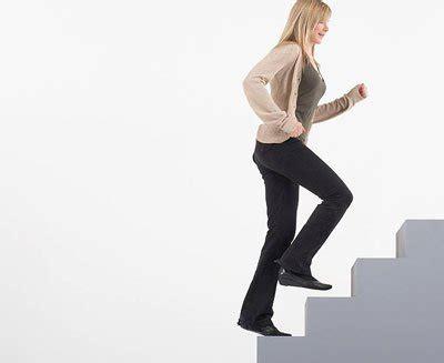 เดินขึ้นบันไดทำไมเหนื่อยกว่าเดินลง