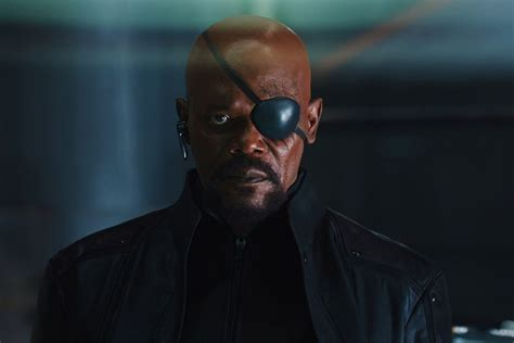captain marvel  images reveal young nick fury skrulls