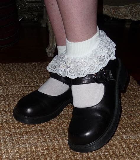 pair   frilly socks