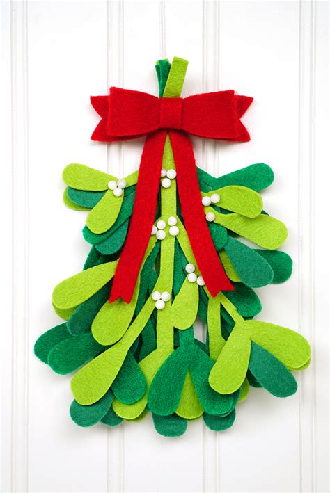diy christmas decorations felt mistletoe happiness is