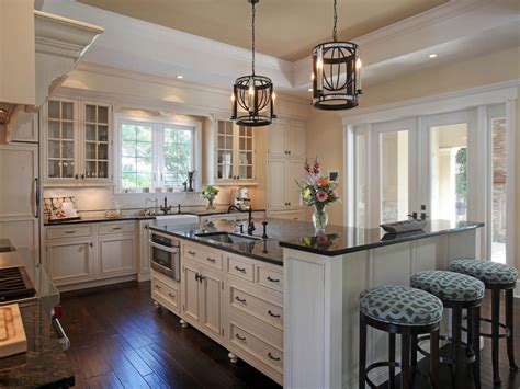 Traditional Kitchens : Neutral Traditional Kitchen Photos
