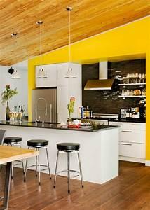 Ideen Für Küchenwände : wandfarbe k che gelbe w nde dachschr ge schwarze k chenr ckwand fliesen k che m bel k chen ~ Sanjose-hotels-ca.com Haus und Dekorationen