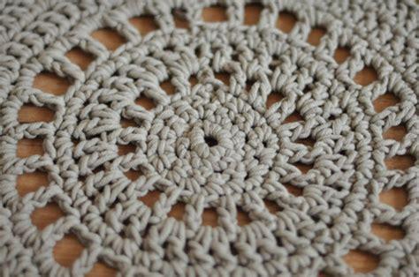 tapis de salle de bain en crochet julypouce tricote