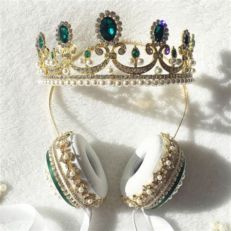 Pretend you're royalty with these fancy crown headphones ...