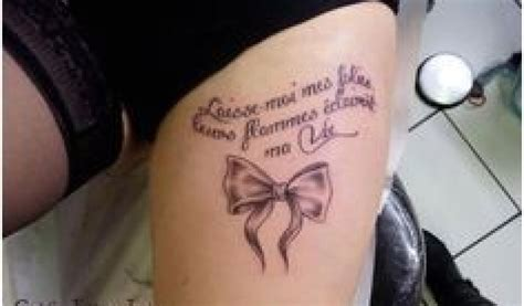phrase tatouage cuisse femme tatouage citation cuisse