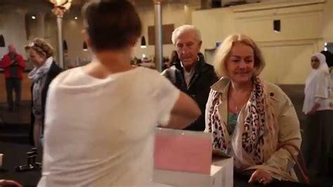 Amsterdam Verwelkomt Vluchtelingen By Romee Van De Ven
