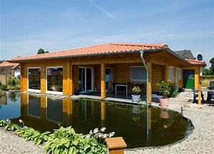 Luxus Bungalow Bauen : holzhaus bungalow sehr sch n mit pool veranda ~ Lizthompson.info Haus und Dekorationen