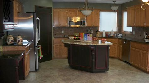 Red Brown Kitchen Designs With Oak Cabinets On Beadboard