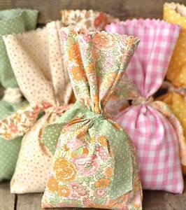 Doudou En Tissu à Faire Soi Même : photo d co pas cher des petites pochettes en tissu ~ Nature-et-papiers.com Idées de Décoration