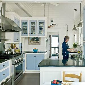 Subtle Beach-Themed Kitchen - 20 Beautiful Beach Cottages