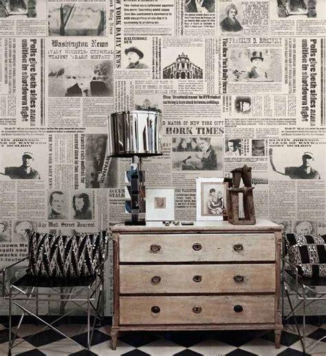 bathroom wall decorations ideas papier peint journal et pages de livres conseils déco