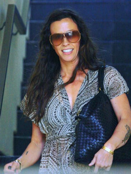 Alanis Morisette - Strolling In Santa Monica, 2009-04-01 ...