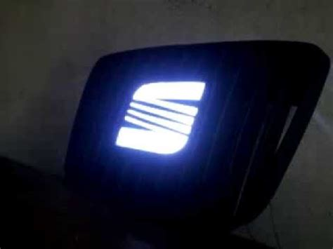 seat ibiza car logo light
