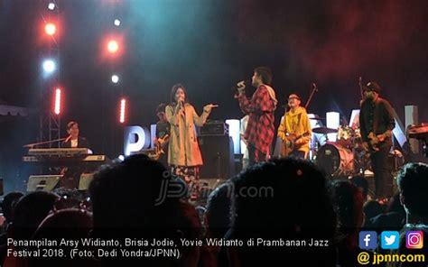 Arsy Widianto Dan Brisia J Menangis Di Prambanan Jazz 2018