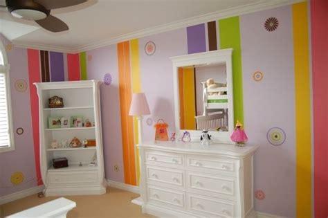 Kinderzimmer Streichen Muster by Streifen Muster Wand Streichen Bunte Farben Kinderzimmer
