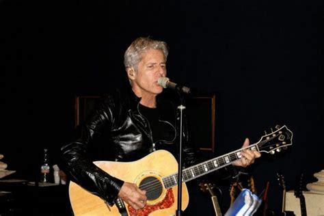 Der vielseitige und in italien bis heute populäre künstler blickt mittlerweile auf eine vierzigjährige karriere zurück, wobei seine 31… … Claudio Baglioni alla Fnac di Napoli Firmacopie   Napoli ...