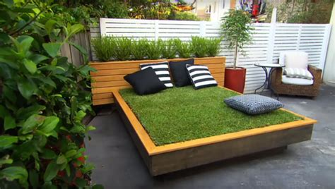 amazing grass daybed  pallets