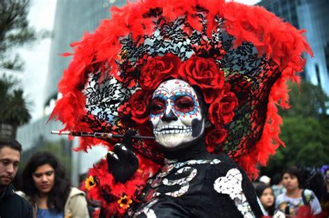Meksikā pirms Mirušo dienas notikusi Katrīnas parāde - Foto - nra.lv