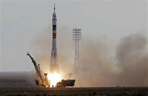Soyuz rocket launches on mission to space station ...