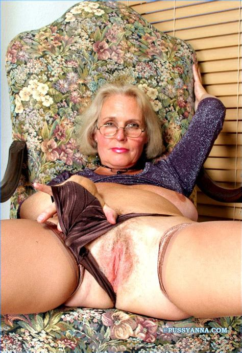 Horny Nude Older Wives Amateur Photo