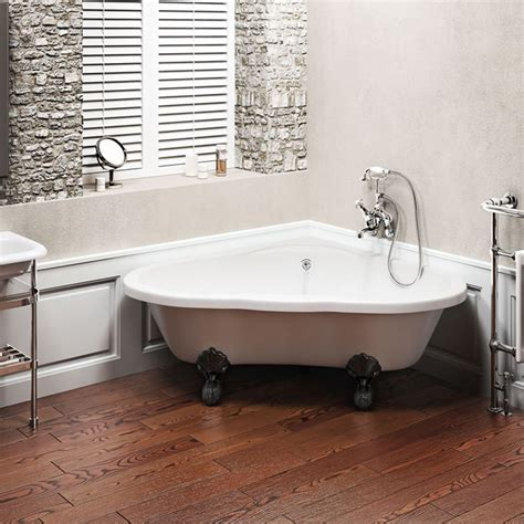 Clearwater  Heart Traditional Corner Bath With Chrome