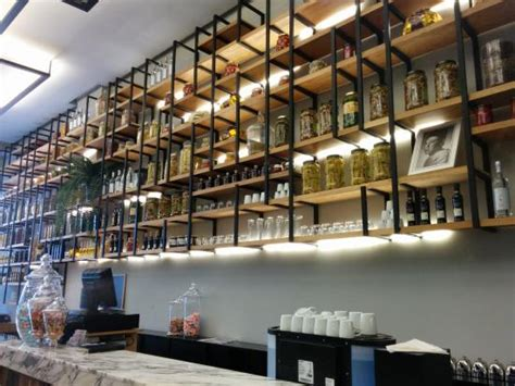 agencement de cuisine italienne les étagères de l 39 épicerie photo de boccaccio
