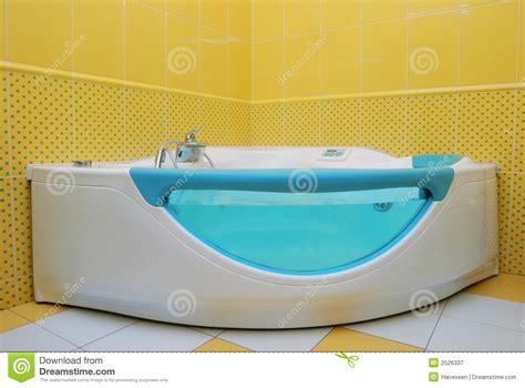vasca da bagno grande grande vasca da bagno immagine stock immagine di casa