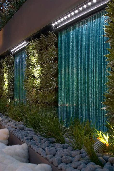 green wall vertical planting    garage wall
