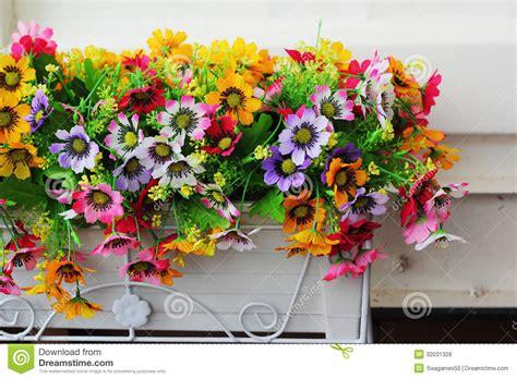 platic bloemen plastic bloemen royalty vrije stock foto s afbeelding