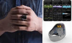 Oura ring monitors heart rate and movement to suggest