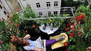 Kleiner Sonnenschirm Für Balkon : so wird ihr kleiner balkon sch n f r den n chsten sommer wohnen ~ Bigdaddyawards.com Haus und Dekorationen