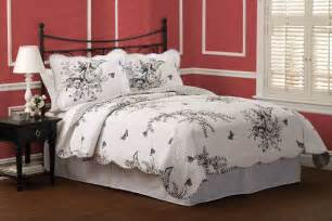 black and white quilt bedding 3 piece quilt set in twin full queen or king sizes