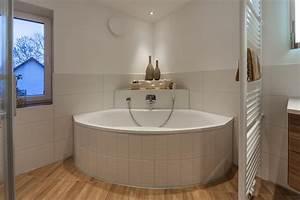 Badezimmer Mit Eckbadewanne : eckbadewanne bilder ideen couch ~ Bigdaddyawards.com Haus und Dekorationen