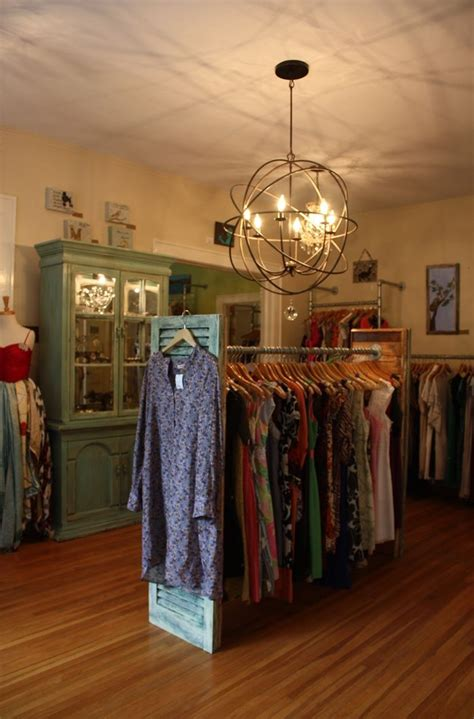 life  mod summerbird consignment  weekend mommy job boutique decor clothing rack
