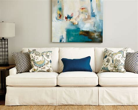 how many throw pillows on a sofa guide to choosing throw pillows how to decorate