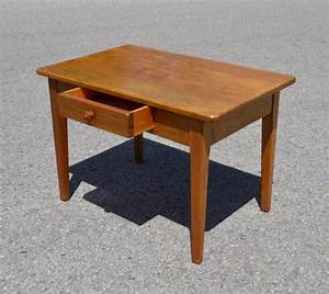 Table Enfant Bois : mobilier vintage pour enfants chaises tables coffres jouets mobilier scolaire ~ Teatrodelosmanantiales.com Idées de Décoration