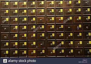 Schrank Mit Vielen Schubladen : eine traditionelle chinesische medizin schrank mit vielen schubladen mit kr utern und teile von ~ A.2002-acura-tl-radio.info Haus und Dekorationen