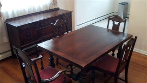 i a 1940s vintage solid mahogany dining room set that