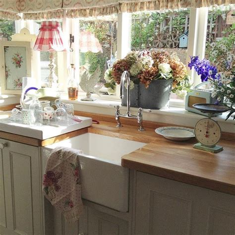 tiny cottage kitchens shabby and charme il romantico cottage inglese di tracey 2838