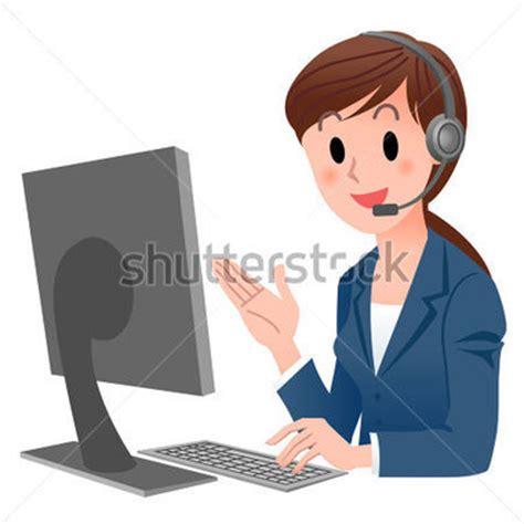 employé de bureau représentant du service client à l 39 ordinateur dans le