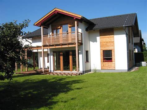 Rote Dachziegel Graue Fenster by Rotes Haus Mit Grauen Fenstern Wohn Design
